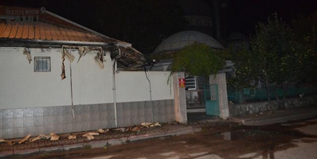 İnegöl'de Kısa Süreli Panik! Sarhoş Şahıs Camiyi Ateşe Verdi