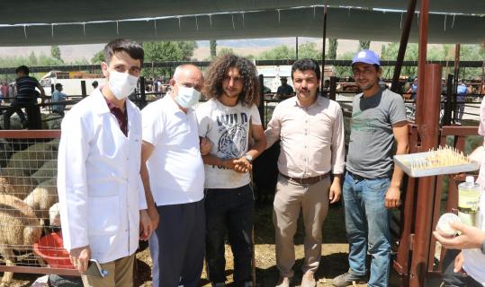 Başkan Öztürk'ten kurban pazarı ziyareti