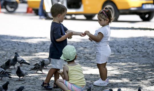 Bayram tatilini fırsat bilen aileler parklara akın etti