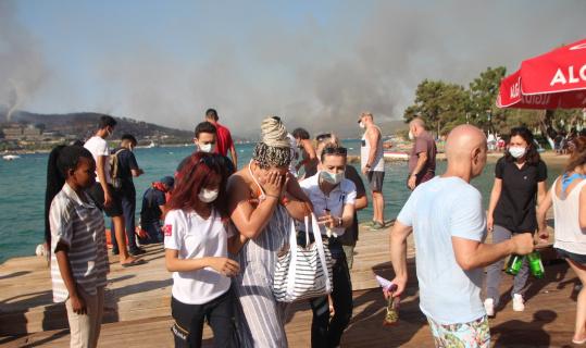 Bodrum'da orman yangınında otellerden 3 bin kişi tahliye edildi