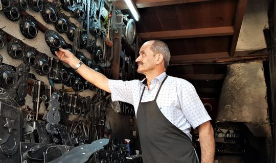 Demirciler Çarşısı'ndaki son ustaları mesleklerinin kaybolmasından korkuyor