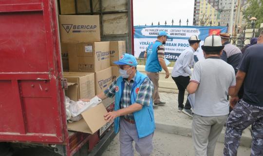 Diyanet Vakfı Kırgızistan'da 6 bin aileye kurban eti dağıttı
