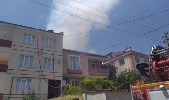 Edirne'de bir apartmanın çatısında çıkan yangın söndürüldü