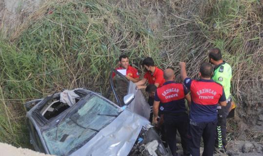 Erzincan'da otomobil şarampole uçtu: 3 yaralı
