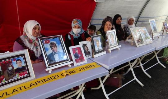 Evlat nöbetindeki aileler bayramın ikinci gününde de çadırda bekliyor