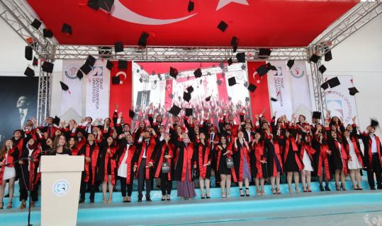 Genç diş hekimlerinin mezuniyet heyecanı
