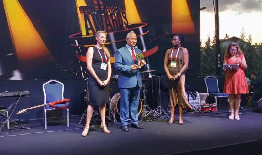 Ihlamur Terasın ödülünü Başkan Çaylı aldı