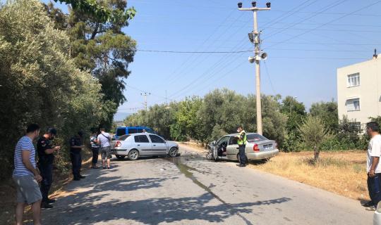 Manavgat'ta iki otomobil kafa kafaya çarpıştı: 4 yaralı