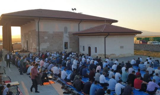 Tarihi Kutluhan Camii cemaatine kavuştu