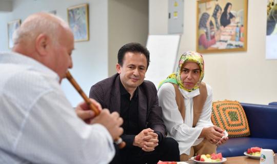 Tuzla'da 65 yaş üstü büyüklerin elleri öpüldü duaları alındı