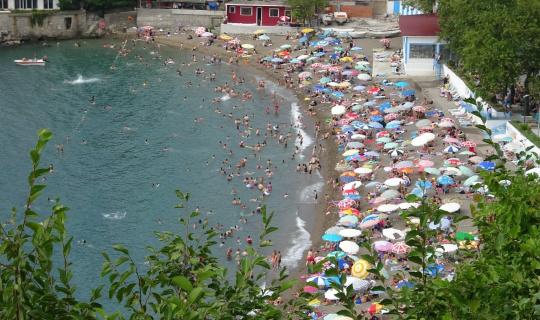 Vatandaşlar bayramda sahillere akın etti