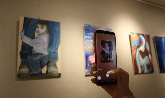 15 ülkeden 40'a yakın sanatçı pandemi döneminde çizdiği resimleri sergiledi