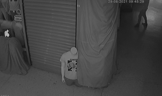 2 dükkandan hırsızlık yapan kişi yakalandı