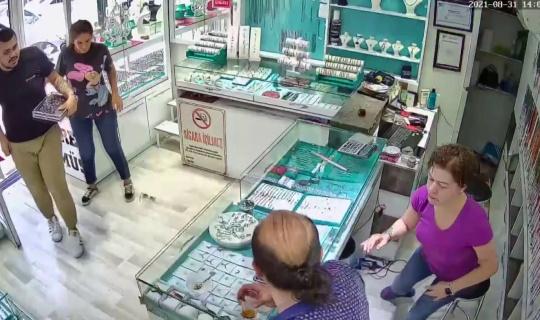 Afyonkarahisar'da deprem anında yaşananlar güvenlik kamerasında