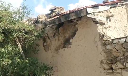 Altıntaş depreminde Afyonkarahisar'daki bir köyde ahır duvarı yıkıldı