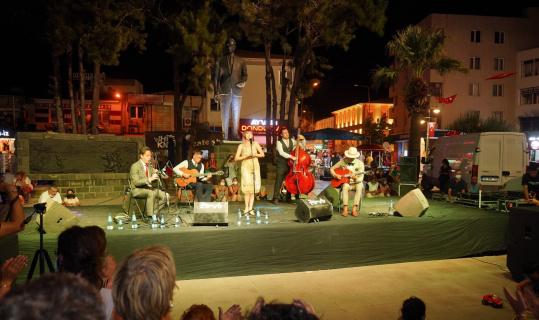 Ayvalık 7. AIMA Müzik Festivali Flapper Swing Jazz Band'in konseriyle veda etti
