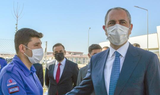 Bakan Gül, sosyal medyadan gelen daveti geri çevirmedi