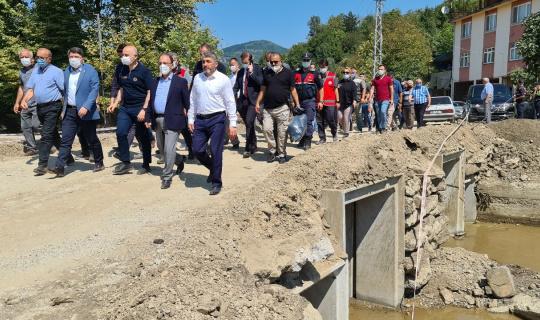 Bakan Karaismailoğlu, Bartın'da sel bölgesinde incelemelerde bulundu