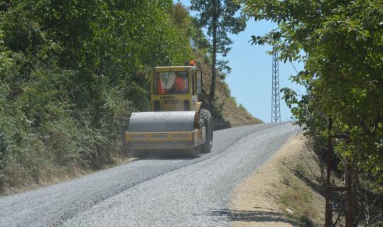 Çamlıyayla'nın yolları asfaltlanıyor