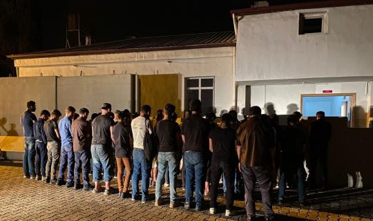 Hatay'da 43 kaçak göçmen ve 3 organizatör yakalandı