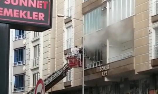 Kars'ta apartmanda çıkan yangın korkuttu