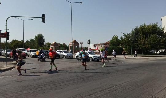Koşu maratonundaki dalgınlık sürücüleri çileden çıkardı