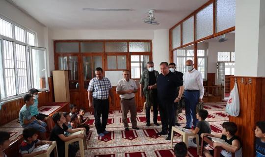 Kuran kursu öğrencilerine hediye verildi