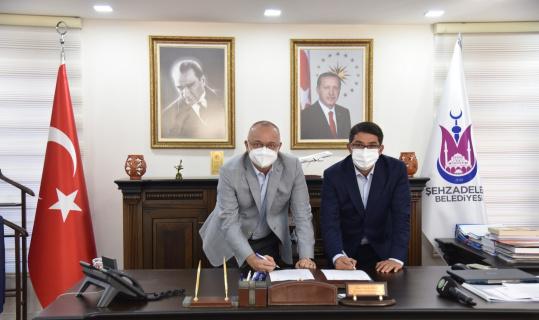 Manisa'da çarşı esnafının beklediği projede imzalar atıldı