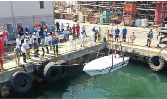Öğrencilerinin yaptığı tekne Marmara'yla buluştu