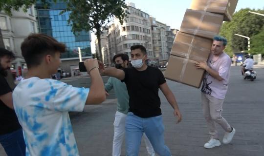 TikTok fenomeni Semih Varol'dan Taksim Meydanı'nda tepki çeken şaka