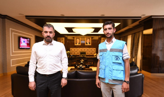 Pursaklar Belediye Başkanı Çetin'den duyarlı belediye personeline ödül