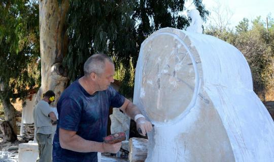 Sanatçılar yangınlar sonrası ibretlik heykel yapıyor