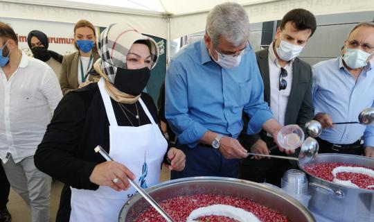 Sancaktepe'de sağlık çalışanları ve vatandaşlara aşure ziyafeti