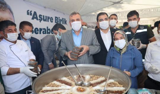 Şanlıurfa belediye başkanlarından aşure ikramı