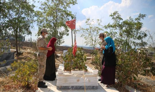 Şehit Uzman Çavuş Kara mezarı başında anıldı