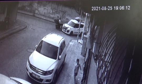 Sultangazi'de otomobil ile motosiklet çarpıştı, o anlar kamerada