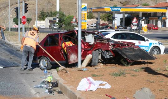 Yozgat'ta tır ile otomobil çarpıştı: 3 yaralı