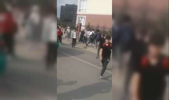 Bursa'da okul önünde arbede kamerada...