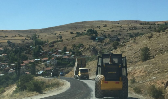 Büyükşehir'den 10 kırsal bölgede yol çalışması
