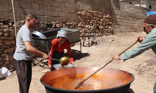 Gaziantep'te üzümden yapılan tatlı tarhana mesaisi başladı