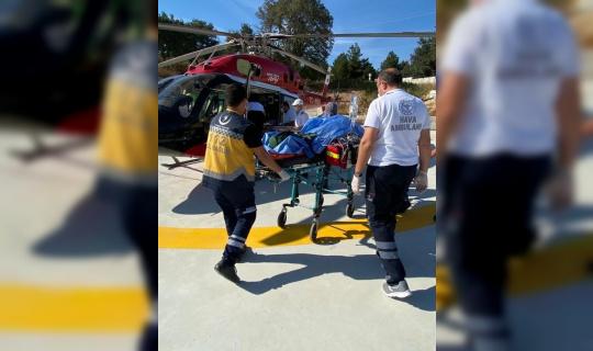 Kazada yaralanan şahıs ambulans helikopterle İstanbul'a sevk edildi