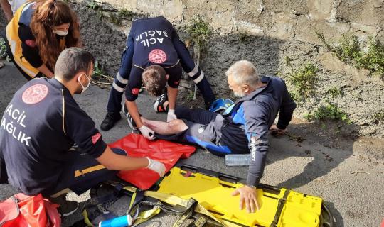 Motosiklet duvara çarptı, 10 metre sürüklenen sürücü yaralandı