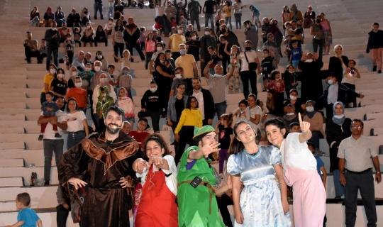 'Peter Pan' ve 'Mikrop ile Köpük' çocuklar için sahne aldı