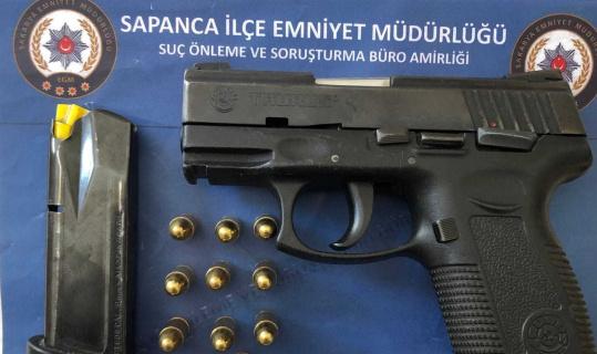 Polis uygulamasında üzerinden ruhsatsız tabanca çıktı