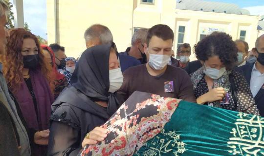 Avcılar'da vahşice öldürülen kadın gözyaşları içinde son yolculuğuna uğurlandı