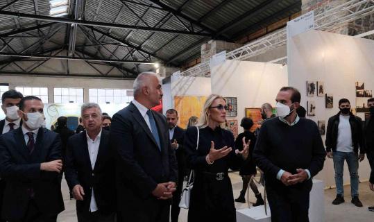 Bakan Mehmet Nuri Ersoy, eşi Pervin Ersoy'la birlikte 16. Contemporary İstanbul'u ziyaret etti