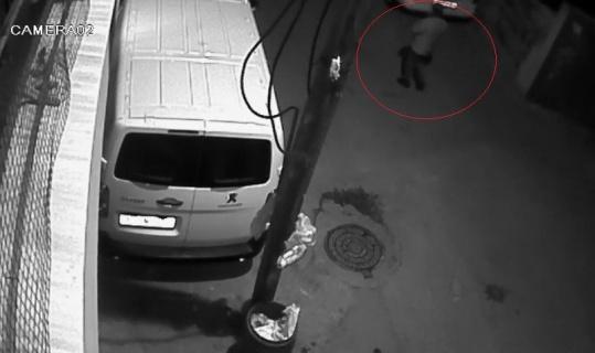 Bursa'da otomobil kundaklama anları güvenlik kamerasına yansıdı