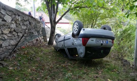 Karabük'te otomobil evin bahçesine uçtu: 2 yaralı