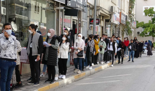 Tokat'ta öğrencilerin 'kart' kuyruğu