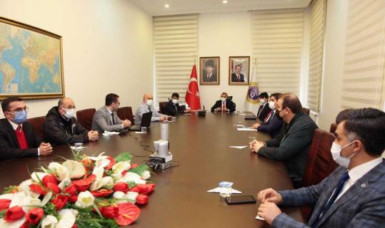 """Vali Sonel: """"Aşılama çalışmalarında Türkiye'de 3'üncü sıradayız"""""""